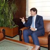 El presidente de la Junta de Castilla y León, Alfonso Fernández Mañueco, se reúne con el secretario general del PSCyL, Luis Tudanca, en la ronda de contactos con las fuerzas políticas con representación en las Cortes