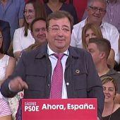 Guillermo Fernández Vara pide el voto para Felipe González en un mitín de Pedro Sánchez