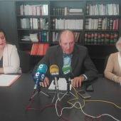 Camen López, Luis Huete y Carmen Mendiola, durante la rueda de prensa