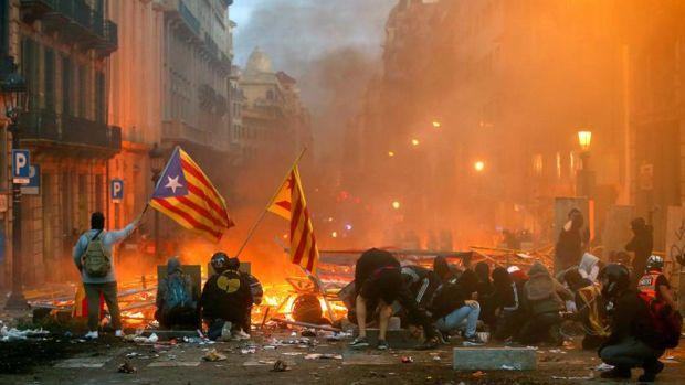Graves disturbios en el centro de Barcelona