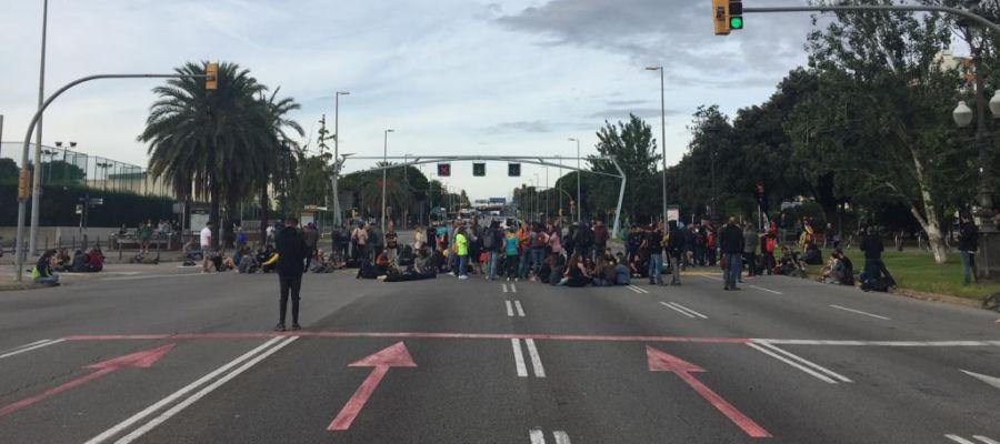 Diagonal cortada entre el Palau de Congresos y el el Palacio de Pedralbes