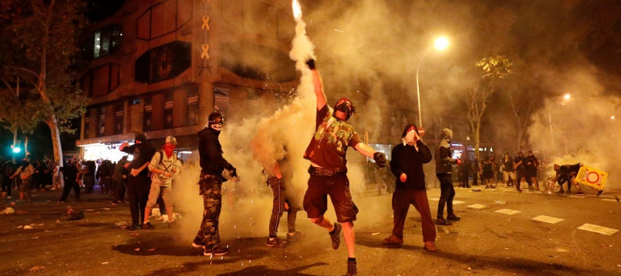 Radicales durante las manifestaciones en Cataluña