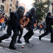 Detenidos tres jóvenes durante la manifestación de Barcelona