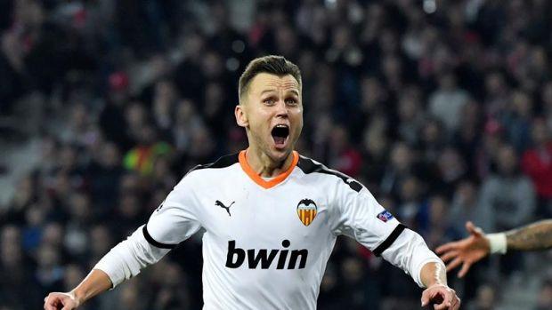 Cherychev celebra su gol con el Valencia.
