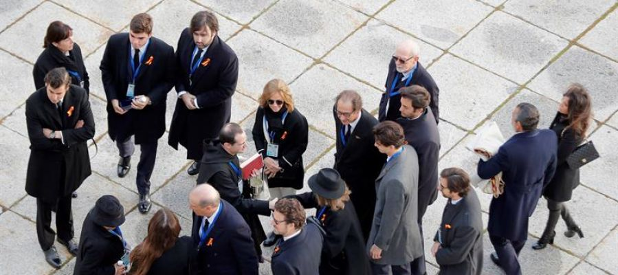Familiares asisten a la exhumación de Franco