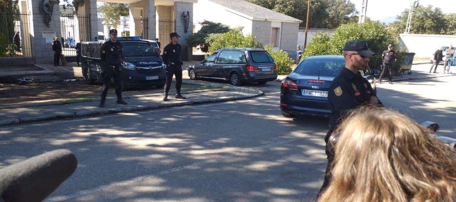 El cortejo fúnebre con los restos de Franco llega al cementerio de Mingorrubio