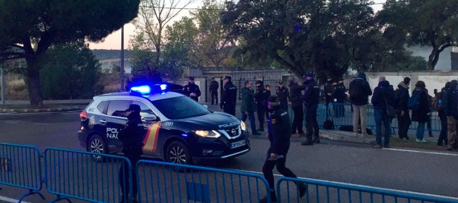 La Policía Nacional en el cementerio de Mingorrubio
