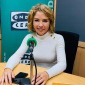 Marta Martín en los estudios de Onda Cero Alicante