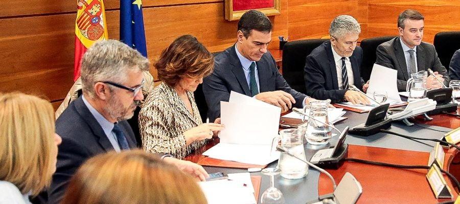Pedro Sánchez preside la reunión del comité de coordinación sobre Cataluña