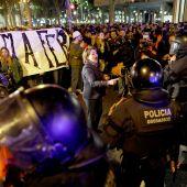 Los agentes contienen a los CDR en la manifestación en Barcelona