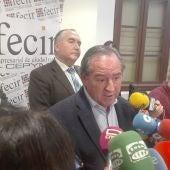 Ángel Nicolás, atendiendo a los medios de comunicación en Ciudad Real
