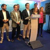 Biel Company rodeado de los representantes del PP al Congreso y al Senado, tras los resultados de las elecciones del 10-N.