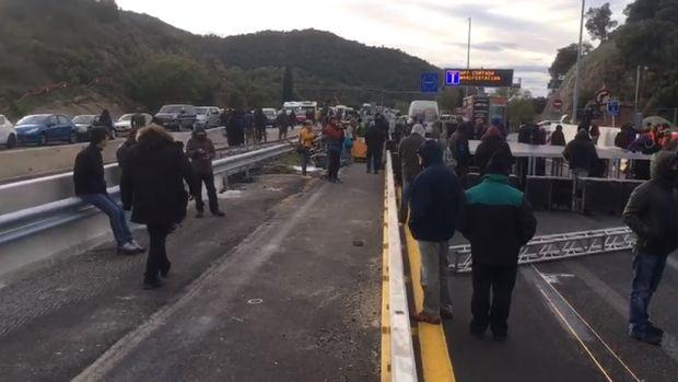La policía abre diligencias contra 170 miembros de Tsunami y retira 97 vehículos de la AP-7