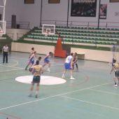 El Interkhoza Elche Basket Club plantó cara al invicto Eset Ontinet, pero cayó por cinco puntos.