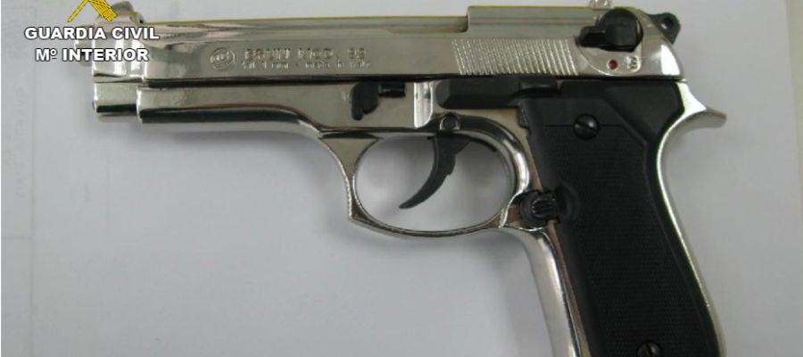 Una de las armas incautadas por la Guardia Civil de Ciudad Real