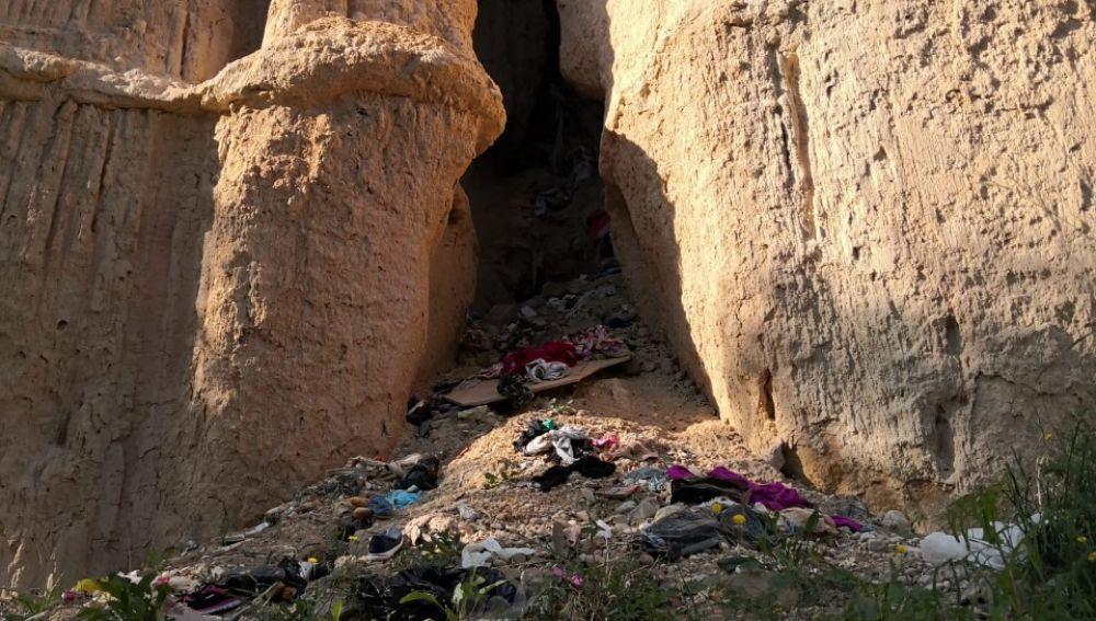 Residuos acumulados en ladera del río Vinalopó en Elche.