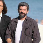 Rafa Cobos y Alberto Rodríguez, creadores de 'La peste', en la presentación de la serie