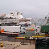 Camiones de mercancías en el Puerto de Palma.