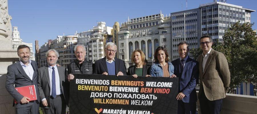 Un cartel dará la bienvenida a los corredores desde el balcón del Ayuntamiento de València.