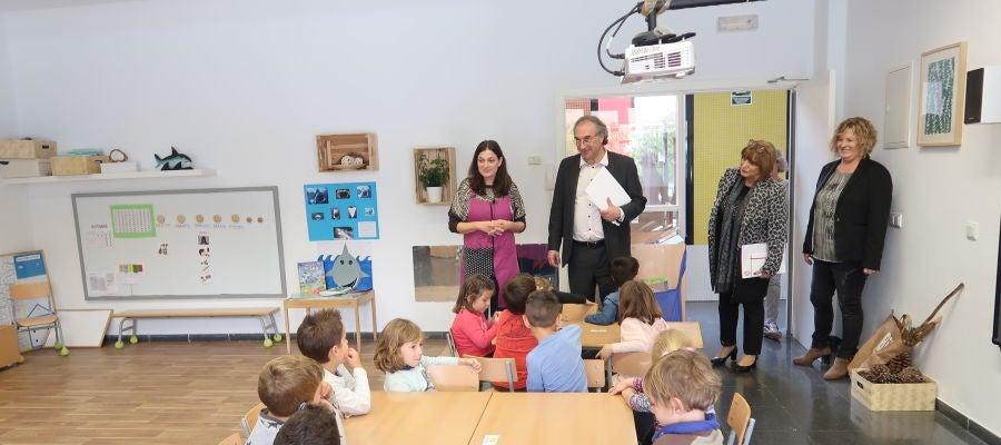 El conseller de Educación y Universidad, Martí March, visita el centro de educación infantil y primaria de Binissalem.