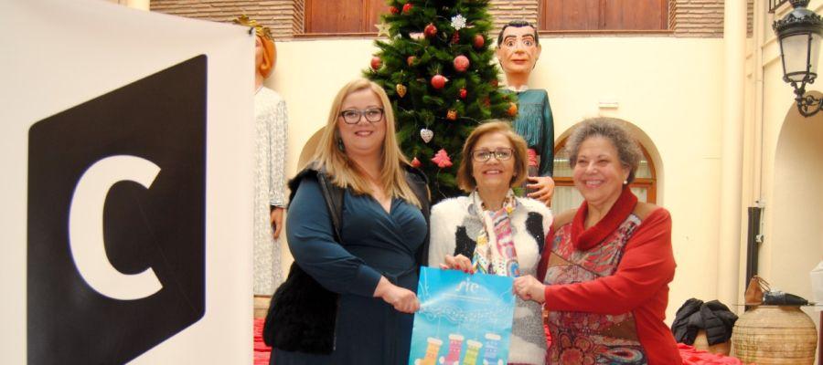 La regidora de Cultura, Rosario Royo junt amb la presidenta de la Coral Sant Jaume, MªAmparo Peña.