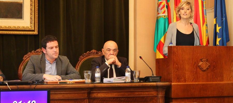 Intervención de Verónica Ruiz durante el pleno municipal.