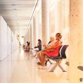 Algunos pacientes esperan para ser atendidos en un centro de Atención Primaria.