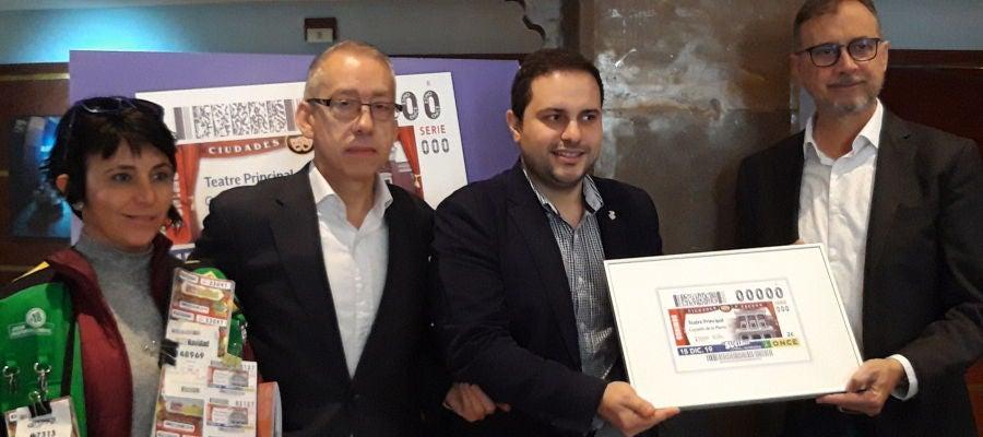 Presentación del cupón de la ONCE con la imagen del Teatro Principal de Castellón.