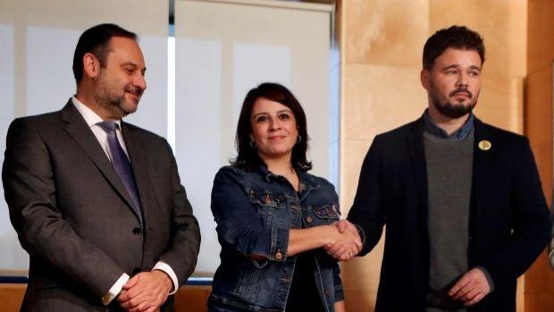 """Las preguntas de Amón: """"¿Va a aprovechar ERC el Día de la Constitución para restregarle a Sánchez que no la acata?"""""""