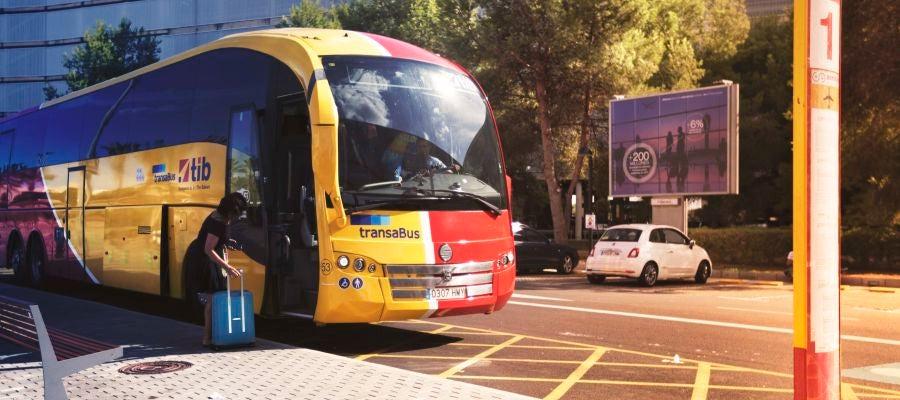 Un autobús TIB en el Aeropuerto de Palma