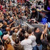 Gente comprando en el 'Black Friday'