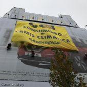 Pancarta de Greenpeace contra el Black Friday