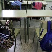 Mesas de un instituto de Madrid