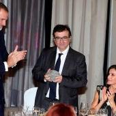 Los Reyes entregan a Javier Cercas el premio Cerecedo