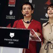 María Guerra, presidenta de AICE, y la actriz Greta Fernández, leen las nominaciones de los Premios Feroz 2020