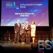 Más de uno recibiendo el Premio Autismo España 2019
