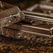 Imagen de archivo de una tableta de chocolate puro.