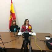 Aurora Rodil y Amparo Cerá, concejala de Vox en Elche.