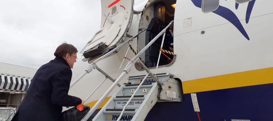 Primer vuelo del president de la Generalitat, Ximo Puig, desde el Aeropuerto de Castellón.