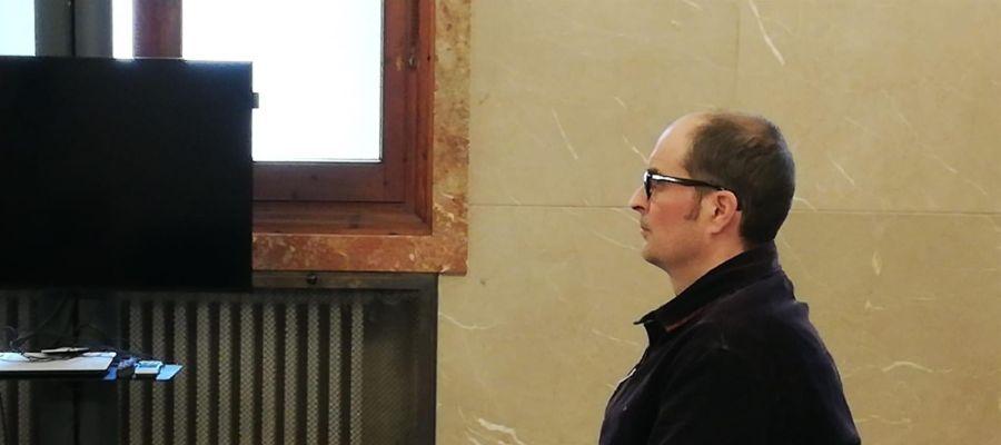 El acusado A.B., de 42 años, culpable del asesinato de su ex suegro, así como de un delito de robo con violencia e intimidación.