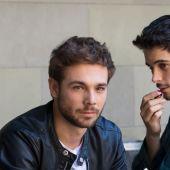 Los actores Carlos Cuevas y David Solans, en una imagen promocional de 'Merlí: Sapere Aude'