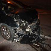 Estado en el que quedó el coche abandonado por el conductor tras el accidente en Elche.