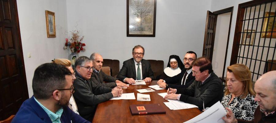 El president de la Diputació, Pepe Martí ha presidit la reunió de la fundació Pro Monestir de Sant Pasqual junt amb l´alcalde Benlloch.