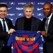 Quique Setién posa como nuevo entrenador del Barcelona