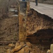Se cae parte del Puente Viejo de Saldaña