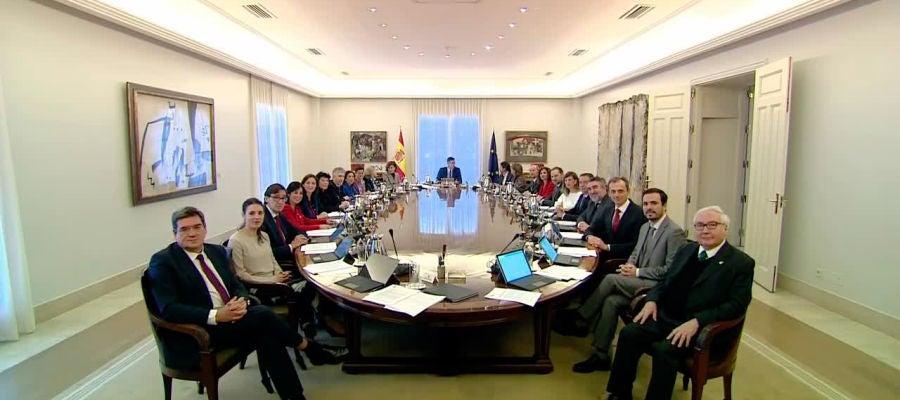 Reunión del primer consejo de ministros de Pedro Sánchez