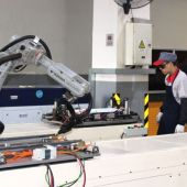 Vista de una fábrica con robots industriales en la ciudad de Hangzhou (en el este de China). EFE Paula Escalada Medrano._643x397