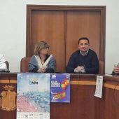 La alcaldesa de Santa Pola, Loreto Serrano, acompañada por Roque Alemañ, presidente del Club Atletismo Santa Pola; el diputado de Deportes, Bernabé Cano; y el concejal de Deportes, Julio Miguel Baeza.