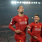 Van Dijk y Firmino, jugadores del Liverpool