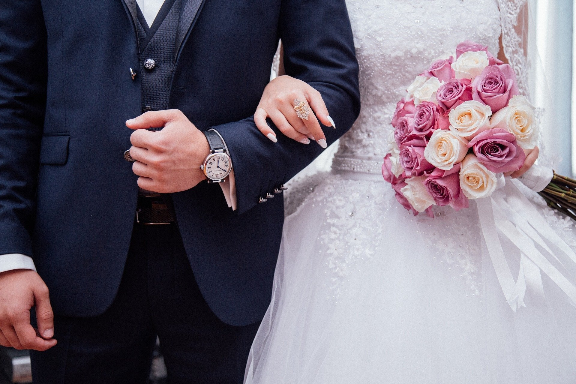 Mesa de redacción: Cancela la boda y se casa en la ventana de su casa